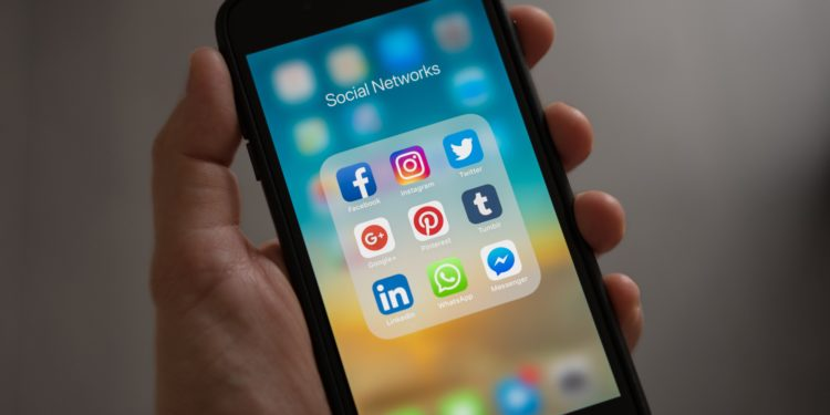 THREE QUESTIONS TO ASK BEFORE HIRING A SOCIAL MEDIA MANAGER FOR YOUR FITNESS BUSINESS: