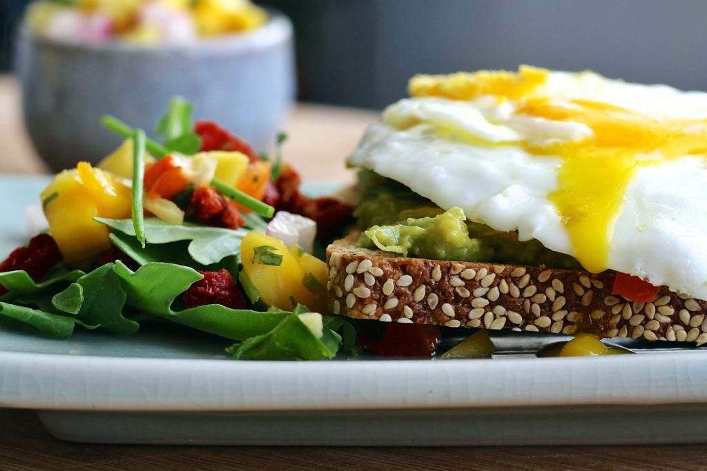 HOW TO HELP CLIENTS CHANGE THEIR EATING HABITS: