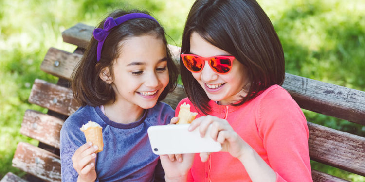 THE EFFECT OF SOCIAL MEDIA ON KIDS' SNACK CHOICES: